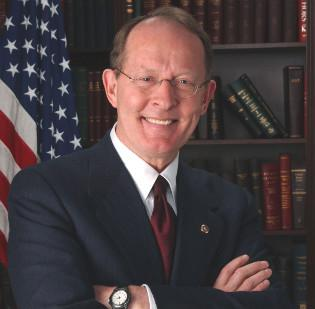 Sen. Lamar Alexander is crafting legislation that could determine how online retailers like Amazon.com handle sales tax collections across the country.