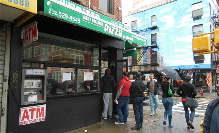 Sandy may have knocked out electricity to lower Manhattan, but that didn't stop some pizza parlors from finding a way to serve hot pizza on Tuesday.