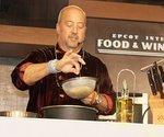 'Bizarre Foods' host takes on Austin foods trucks