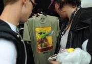Some lucky fans pick up the special Stitch Yoda shirt. With a crowd this big it didn't take long for the stock to run out.