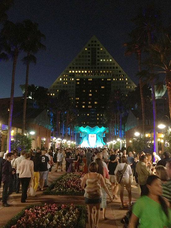 More than 3,000 attendees were at this year's two-day Swan & Dolphin Food & Wine Classic, noshing, sipping and strolling along the causeway connecting the two resorts.