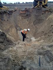 Two hours of watching the dig resulted in a hole that looked like a mini Grand Canyon, about 15-feet deep, 35-feet wide and a burrow that went down even lower and then curved in a different direction, but no gopher tortoise.