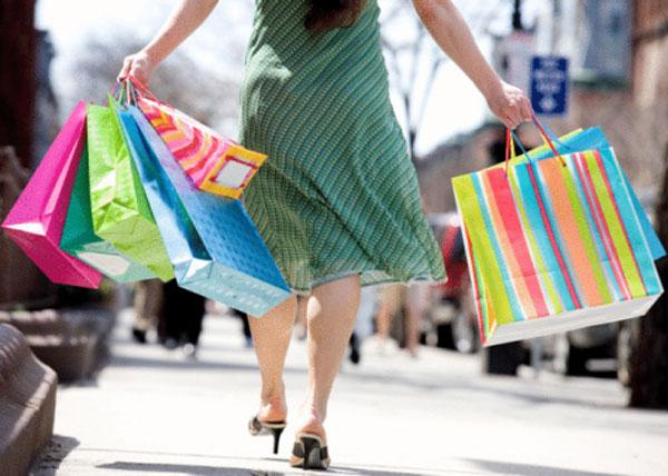 Ohio retail sales this month and in December are expected to increase 3.3 percent, according to a study by the Ohio Council of Retail Merchants and the University of Cincinnati's Economic Center.