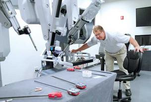Florida Hospital Nicholson Center for Surgical Advancement is partnering with Seattle-based on training for surgeons on the da Vinci robot.