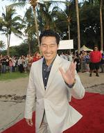 'Hawaii Five-0' star offers trip to the set to get out the vote