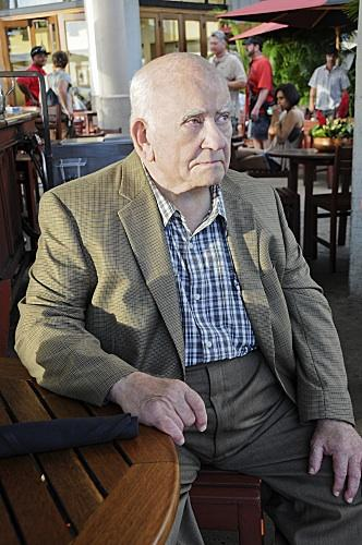 """""""Hawaii Five-0"""" guest star Ed Asner, who reprised his role as diamond smuggler August March, is seen seated at the Gordon Biersch Brewery Restaurant at the Aloha Tower Marketplace in Honolulu, where a scene from Monday night's episode was filmed."""