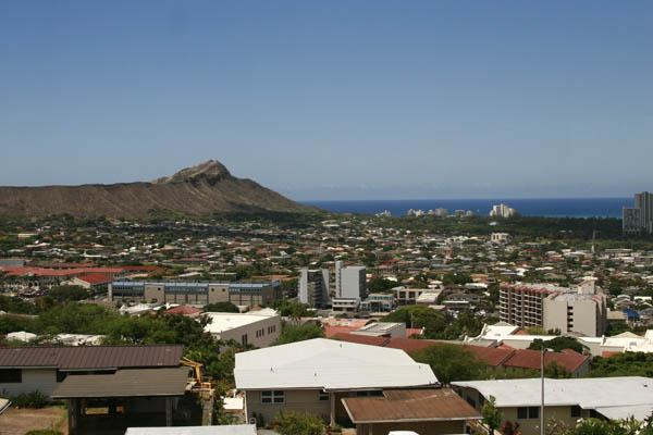 "The American Lung Association's ""State of the Air 2013"" report gave Honolulu an ""A"" for air quality for its low levels of ozone pollution, or smog."