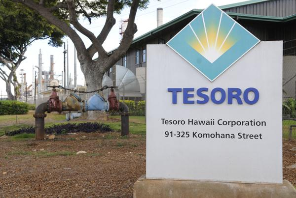 Tesoro Corp. expects to hand over the controls of its Kapolei refinery and dozens of retail gas stations in Hawaii to Texas-based Par Petroleum Corp. in a few weeks.