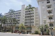 If approved, Kyo-ya's new Diamond Head Tower adjacent to the Westin Moana Surfrider hotel will be 26 stories. It would replace the eight-story tower, shown above, which was built in 1952 and stretches from the historic hotel to the lot line next to the Honolulu Police Department's Waikiki substation.