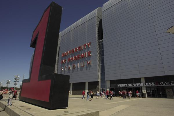 The Arizona Cardinals and city of Glendale are mired in a dispute over gameday parking.