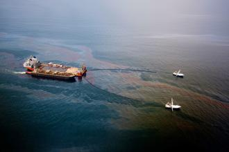 Workers clean up the oil spill off the coast of Florida. BP and the Justice Department are close to finalizing a multi-billion dollar settlement.