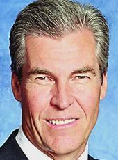 Macy's CEO Terry Lundgren recounted the department store's resurgence during the annual Portland Business Alliance breakfast.