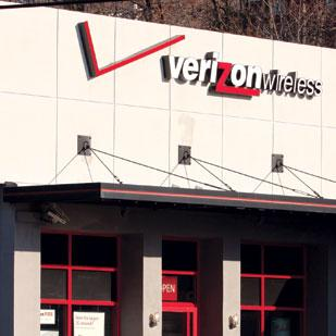 Verizon Wireless reportedly has offered to buy spectrum from Clearwire.