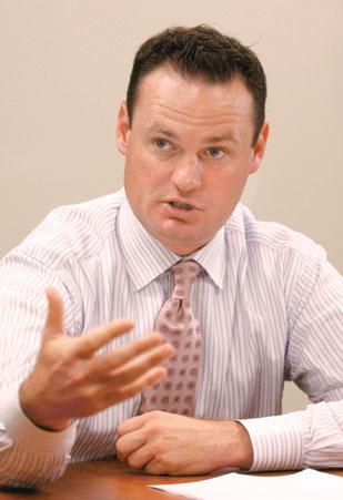 Pittsburgh Mayor Luke Ravenstahl's office plans to conduct focus groups with people ages 35-54 who relocated from the city.
