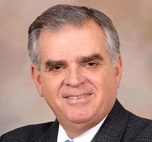 Transportation Secretary Ray LaHood says he does not have confidence in the board of Washington's airports authority.