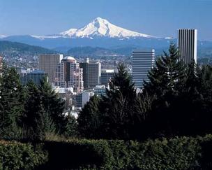 Portland's regional economy is performing just above its average rate of growth, according to a report from the University of Oregon's Department of Economics.