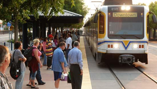 Sacramento Regional Transit District is extending night service on light rail and nine major bus routes beginning Sunday to better serve riders.In addition, new bus service will be added on weekdays.