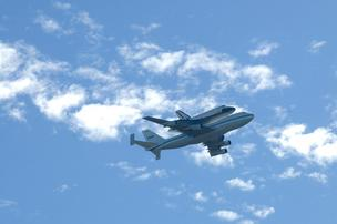 Shuttle flies over Sacramento