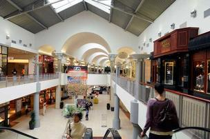 The Galleria at Roseville joined the list of large venues offering free wireless Internet, allowing patrons to use the service on mobile devices throughout the mall.