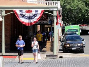 Old Sacramento tourists