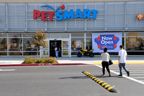 PetSmart will likely get a new chairman and a separate CEO in a shareholder vote on Friday.