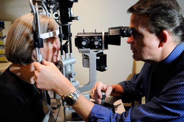 Dr. Brent Reed examines Cathy Taylor, a Superior Vision member, at Griffin & Reed Eye Care.
