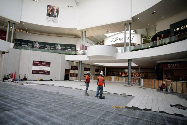 Officials at the Westfield Galleria at Roseville, which underwent extensive repairs following an arson fire last October, are anticipating their best holiday shopping season since 2006.