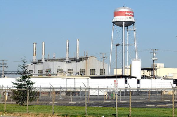 The first major downsizing in the closure of the Campbell Soup Co. plant in Sacramento will be a loss of 290 jobs by Feb. 1.