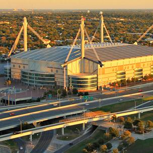 Alamodome officials are pitching USA Swimming on the idea of bringing the 2016 Olympic Trials to the 65,000-seat indoor stadium.