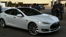 Tesla's Model S was named 2013 car of the year by Yahoo.
