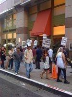 Hilton strike bonds hoteliers