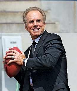 Roger Staubach says he's putting his money on the Ravens to win Super Bowl XLVII.