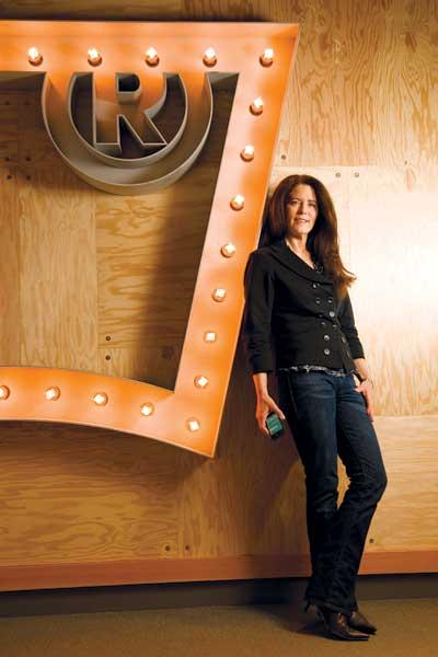Levi's push to expand its customer base among women, led by Mary Alderete, includes a community-oriented component.