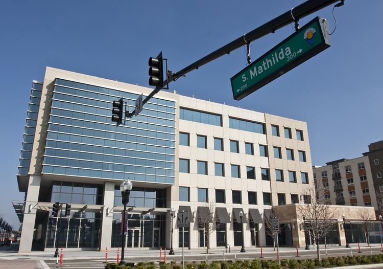 Apple plans to move about 400 employees into the building on South Mathilda and West McKinley avenues.