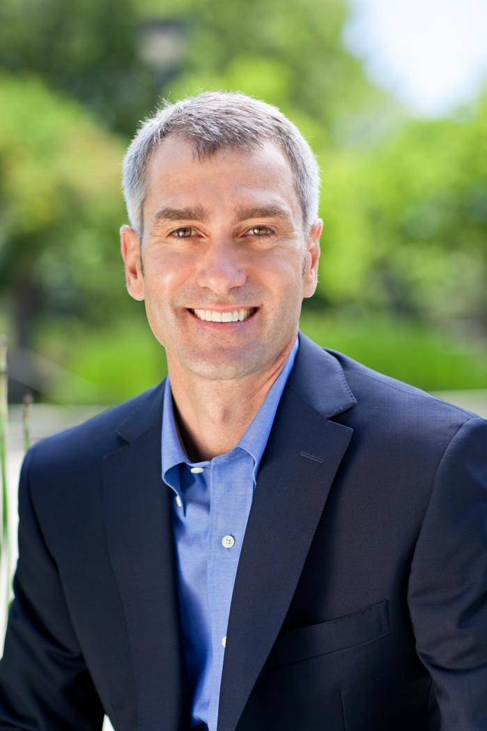 Hewlett-Packard named software chief Bill Veghte as chief operating officer.