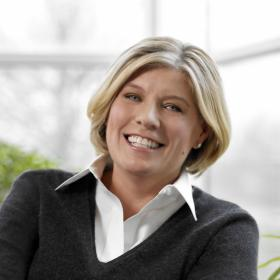 Laura Desmond, the CEO of Starcom MediaVest Group, is one of the candidates suggested as potential contenders to be Yahoo's next CEO.