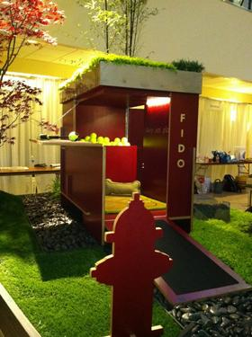 Green features abounded at a recent auction of high-end dog houses in Seattle.
