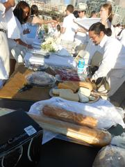 Everyone pitched in to set up the Le Dîner en Blanc tables and to clean up at the end as well.