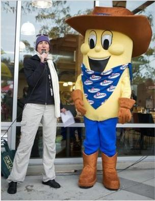 REI CEO Sally Jewell and Twinkie the Kid at 2009 event in Seattle aimed at bringing more snow to ski slopes.