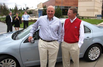 Microsoft CEO Steve Ballmer receives a new Ford Fusion Hybrid from Ford CEO Alan Mulally in 2009.