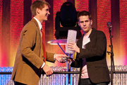 """John Cook, left, hands the Flashie award for """"Breakout Performance of the Year"""" to Matt Inman, aka """"The Oatmeal."""" The producer of the hit Web comic joked that he had planned to give the award to fellow nominee Dendreon, but he likes desk lamps so much that he decided to keep it."""
