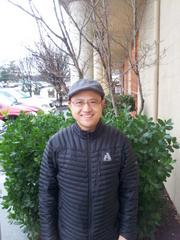 Feng Hong, a doctorate-level biologist at Bothell-based pharmaceutical company Acuclea Inc., has added a second livelihood selling houses to Chinese people on evenings and weekends. His clients are mostly looking for single-family homes for $1 million and up.