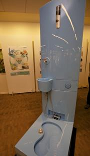A toilet model that internally cleans water and includes a hand-washing station and a bidet-like function was invented by Eawag, the Swiss Federal Institute of Aquatic Science and Technology. The toilet model won $40,000 for outstanding design at the Bill & Melinda Gates Foundation's toilet fair Tuesday.