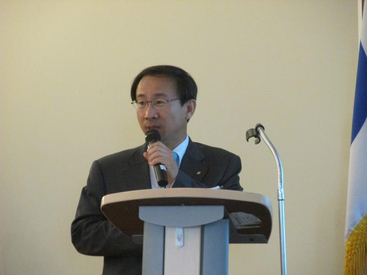 Sung Younghwa, from the Korea International Trade Association, spoke of new export possibilities.