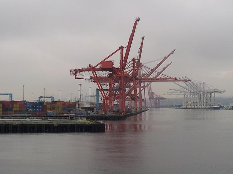 Terminal 46 should retain cargo ships for another decade, if the Seattle Port Commission approves an agreement Tuesday.