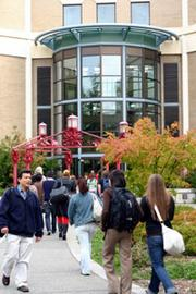 3. Edmonds Community College in Lynnwood had full-time equivalent fall 2011 enrollment of 8,287.The Puget Sound Business Journal ranks Washington state's largest  community and technical colleges by 2011 full-time-equivalent  enrollment. The full list  of the top 25 schools, compiled by  Researcher Bonnie Graves, is available in the Aug. 3 print edition.