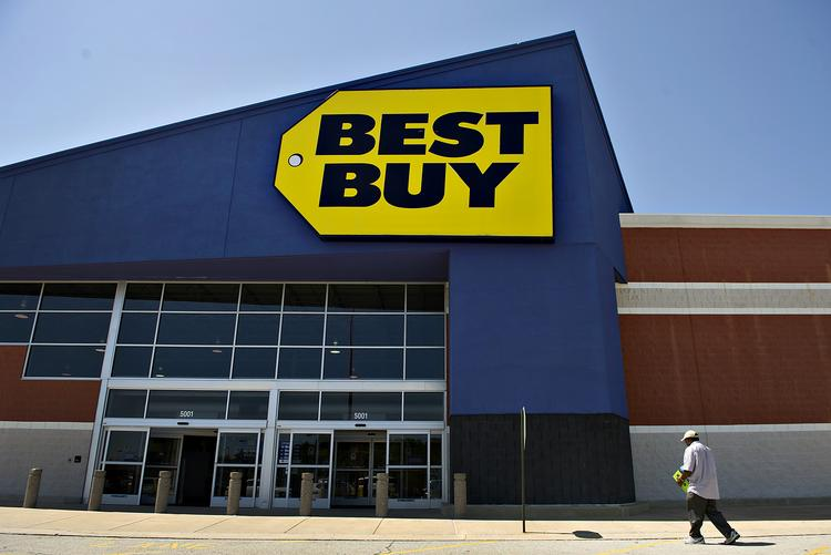 Samsung-operated boutiques are expected to open in big-box Best Buy stores by May 1.