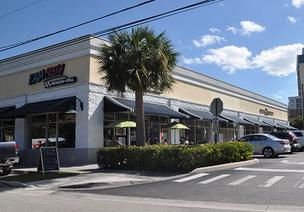 This Fort Lauderdale retail plaza is one of more than two dozen Broward County properties managed by Amera Corp. in foreclosure.