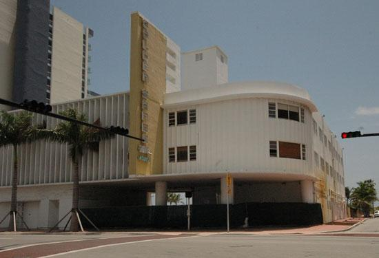 The Shuttered Golden Sands Hotel Is Headed To Foreclosure Auction
