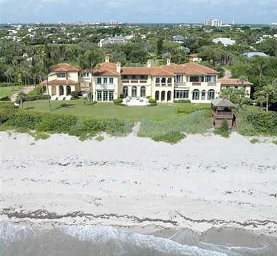 The home at 12210 Banyon Road is in the same neighbohood as Elin Nordegren's property.